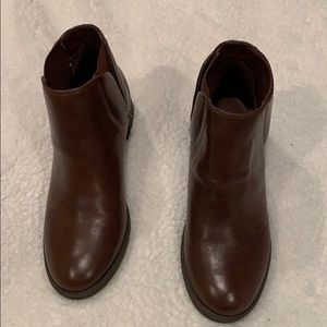 Unisa  low cut boots size 8